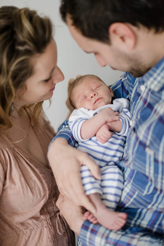 séance photo bébé lifestyle à Bordeaux à domicile, à la maison en famille