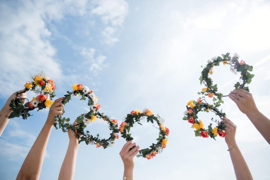 seance photo evjf bordeaux cap ferret arcachon enterrement vie jeune fille photographe couronne fleurs