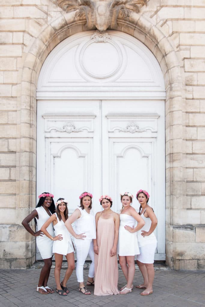 seance photo evjf bordeaux cap ferret arcachon enterrement vie jeune fille photographe robe rose dresscode robe blanche