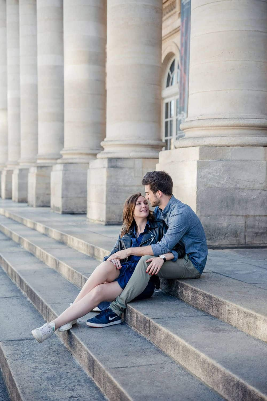 Love session à Bordeaux entre 2 amoureux, lors d'une séance engagement avec la photographe de mariage