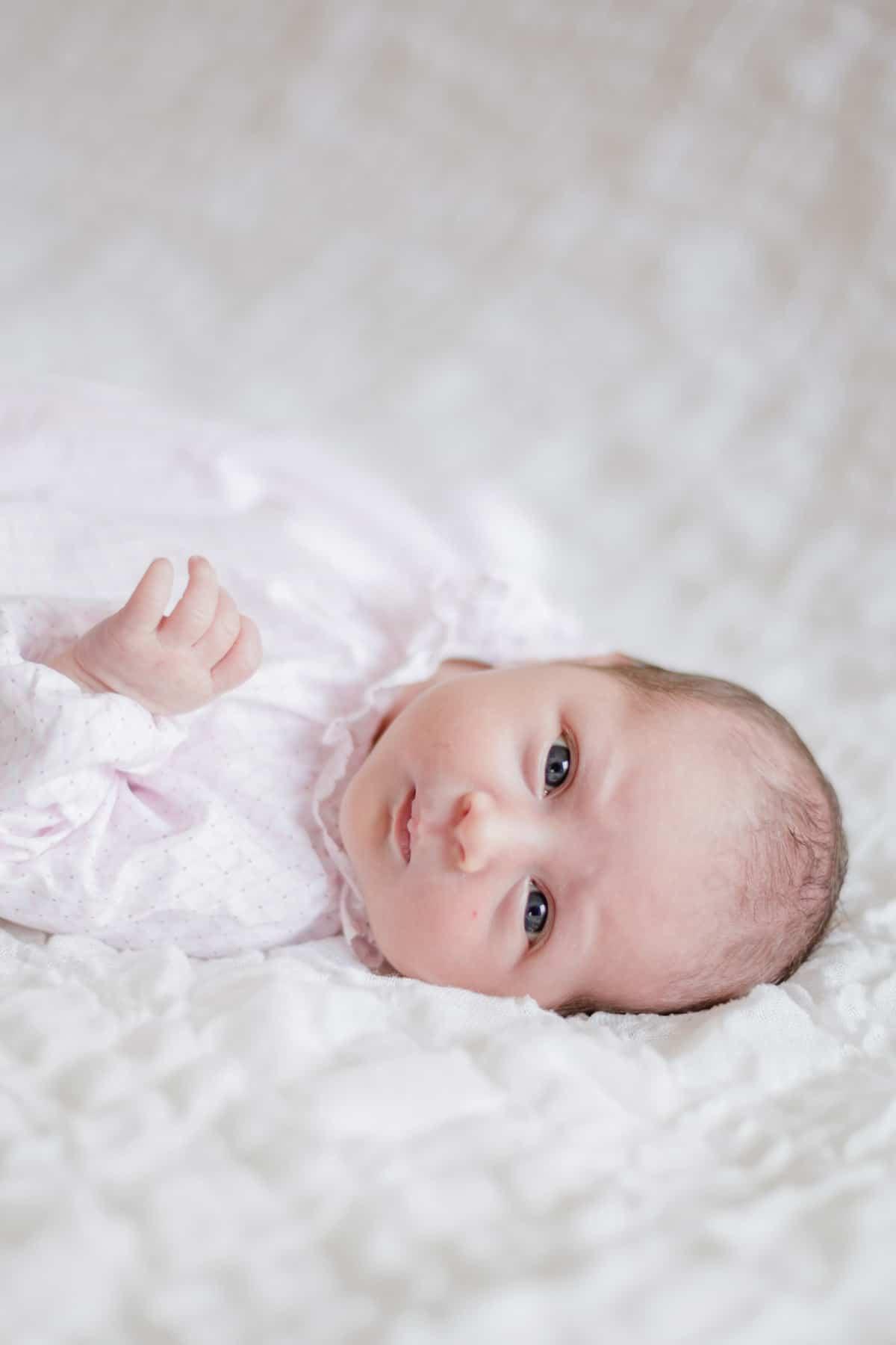 photographe bébé nouveau-né maternité bordeaux séance photo maison à domicile lifestyle fineart francais sarah miramon carla 09
