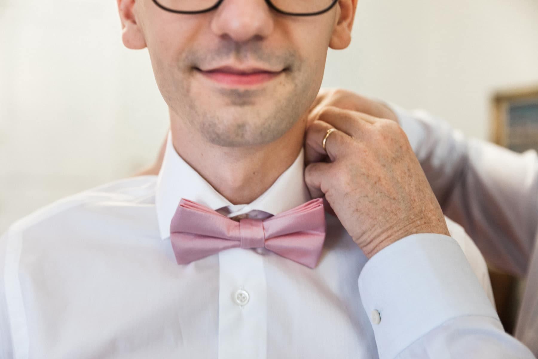 mariage pastel rose pâle blush, noeud papillon rose pour le marié