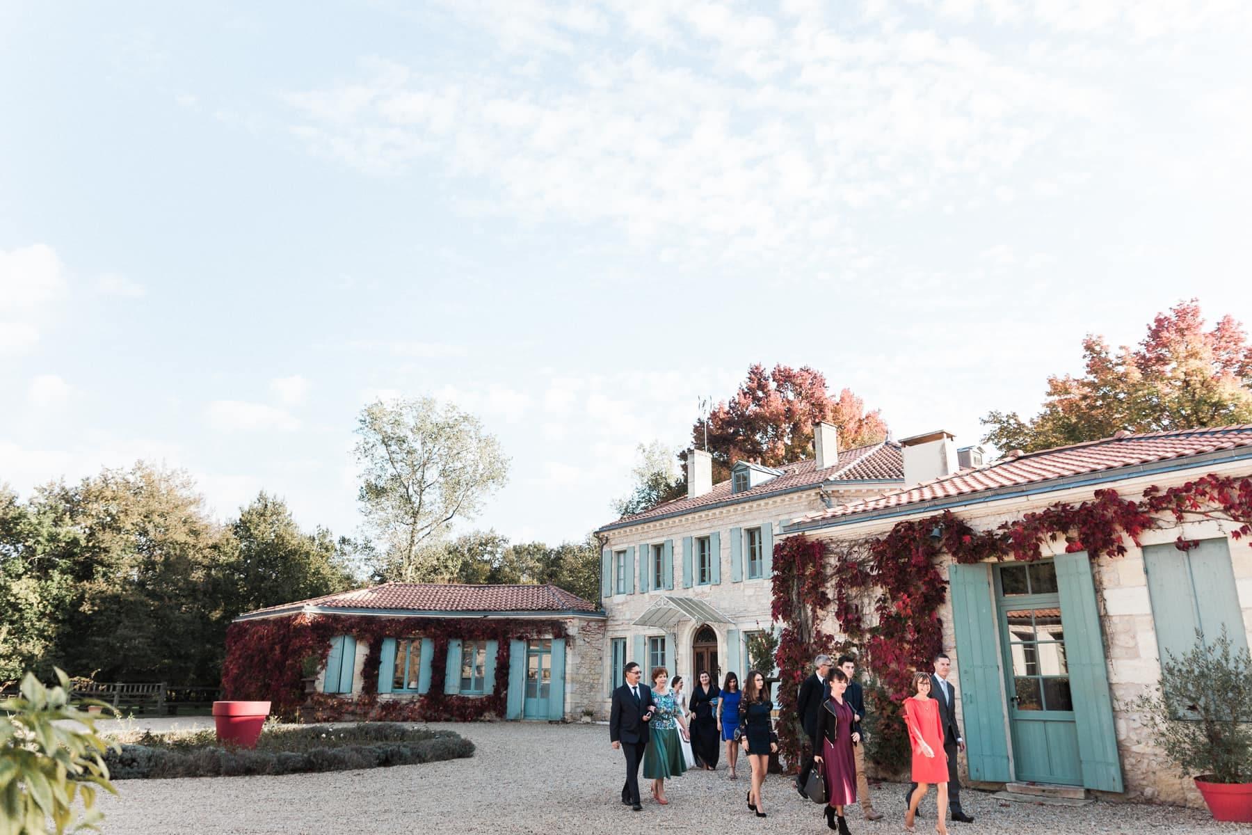 Façade avant du château de l'Isle Médoc lors d'un mariage intime franco-russe