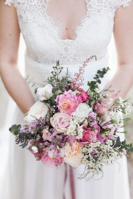Photographe de Mariage à Bordeaux : bouquet de mariée rose blush signé Avril-Mai