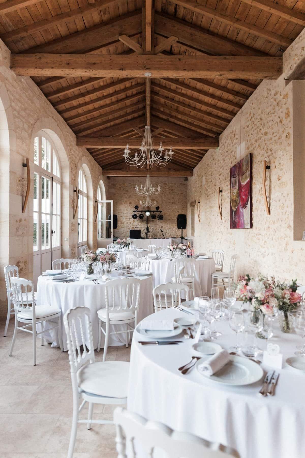 salle de réception au château de l'isle médoc, près de Bordeaux pour un mariage rose blush