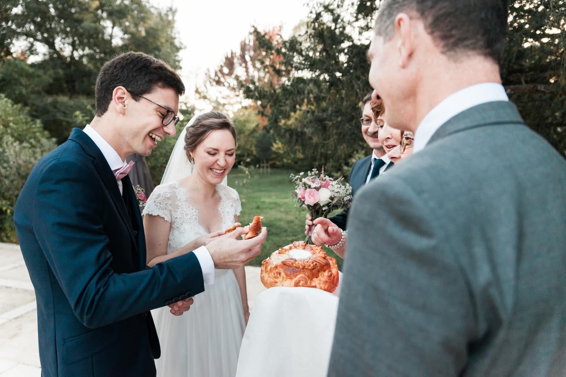 Mariage franco russe à Bordeaux : Tradition russe, le karavaï, l'offrande du pain et du sel