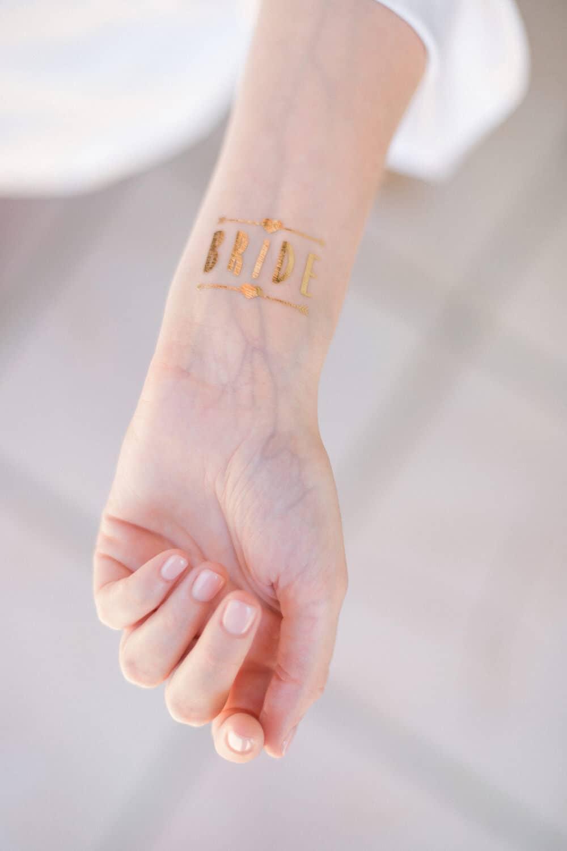 tatoo bride sur le poignet de la mariée