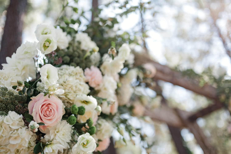 fleurs sur l'arche de la cérémonie laique