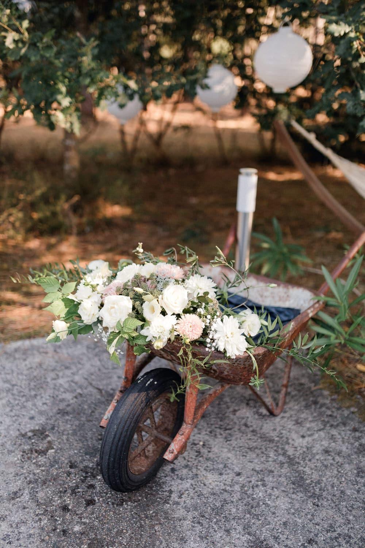 brouette fleuri déco de mariage cool chic