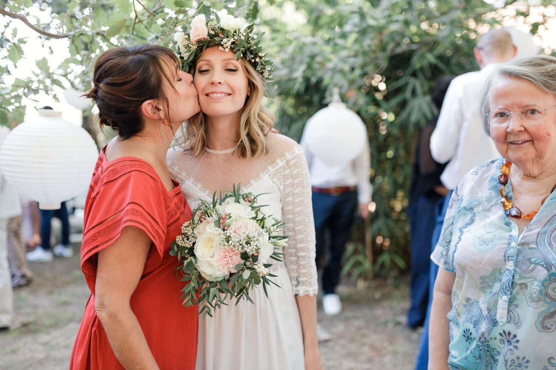 bisou de la maman de la mariée