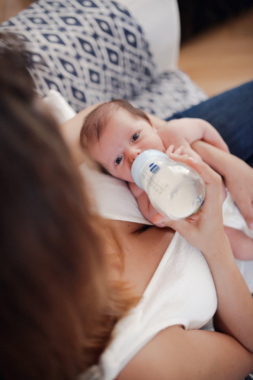 photo pendant l'allaitement de Bébé