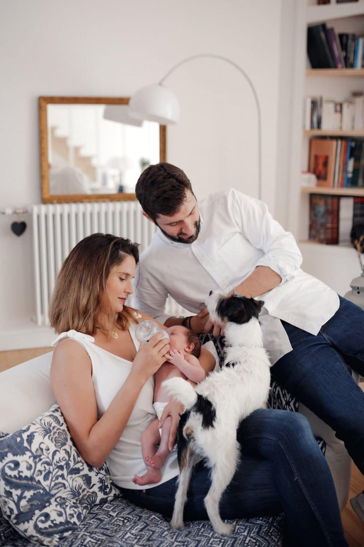 allaitement en famille pour la séance photo