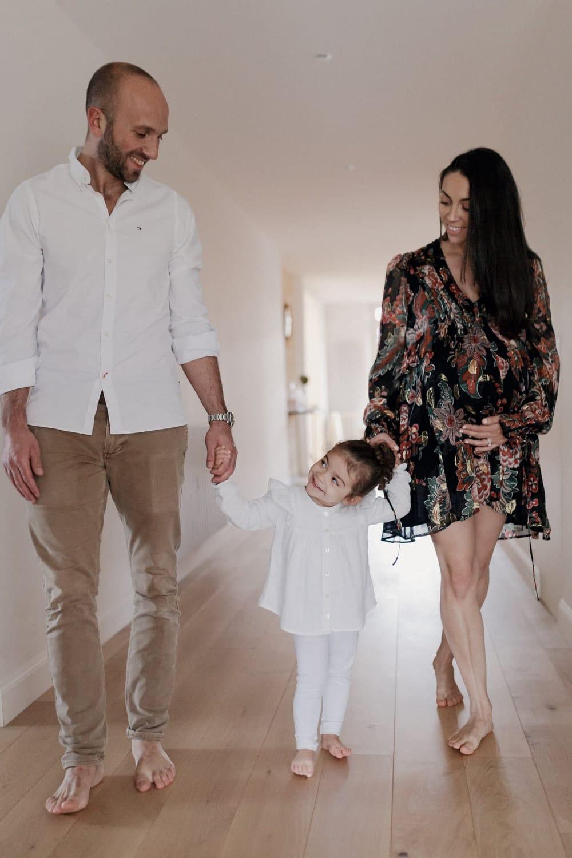 Séance photo famille à la maison